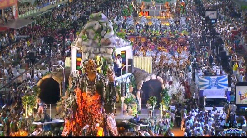 Carro que representa as mazelas apresentadas da mesmas forma que na TV Globo