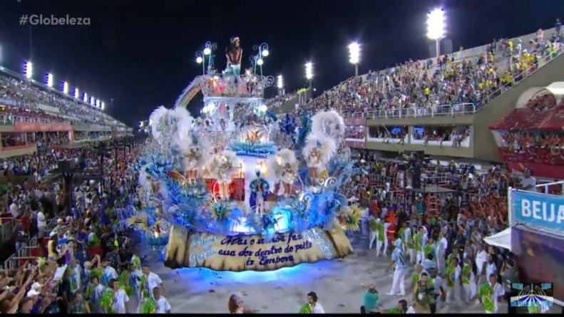 Carro que representa o futuro de esperança vazio e colorido típico da Esperança mostrada no Globo Repórter